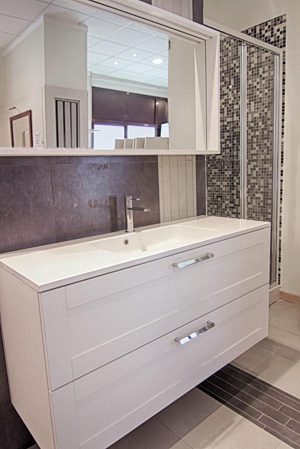 Specchio con luce LED e lavabo Mineralmarmo